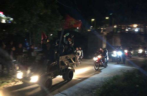 Tại Hoà Bình, chiếc xe công nông được trưng dụng để đi bão. Ảnh: Tung Dinh