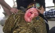 Thanh niên Trung Quốc bị bắt vì mặc đồ gây hoảng sợ