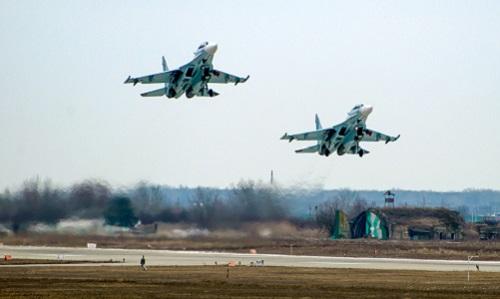 Hai tiêm kích Su-30M2 của Nga. Ảnh: Sputnik.