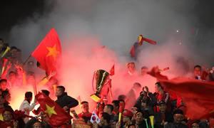 CĐV vỡ òa trong khoảnh khắc ghi bàn đầu tiên của tuyển Việt Nam