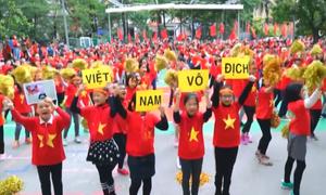 1.500 học sinh Hà Nội nhảy hướng về đội tuyển Việt Nam