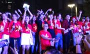 100 nghệ sĩ hát 'Khát khao chiến thắng' trên phố đi bộ Nguyễn Huệ