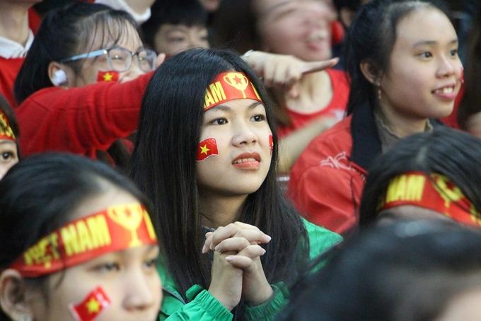 Nữ sinh Sư phạm Huế hồi hộp theo dõi tuyển Việt Nam