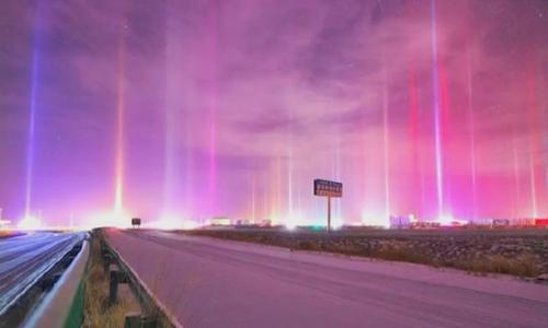 Hàng loạt cột sáng giữa trời lạnh âm độ ở Trung Quốc