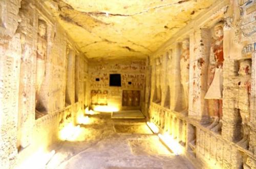 Lăng mộ của Wahtye chứa nhiều tượng và hình vẽ. Ảnh: Live Science.