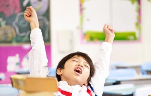 Bài tập về nhà trong kỳ nghỉ không khiến học sinh học khá hơn. Ảnh: SCMP