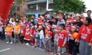 300 người hóa thân ông già Noel chạy bộ gây quỹ điều trị tim cho trẻ
