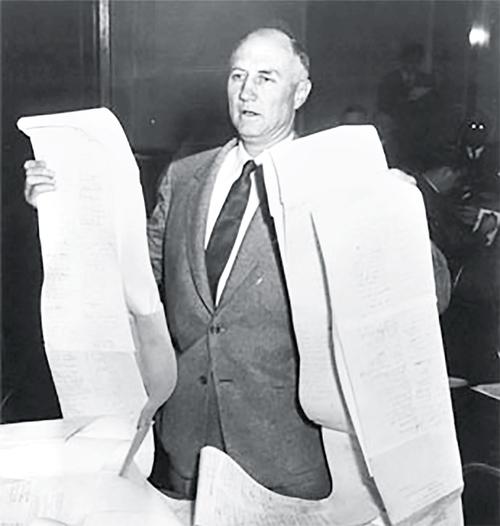 Cố thượng nghị sĩ Strom Thurmond giữ kỷ lục màn filibuster dài nhất.