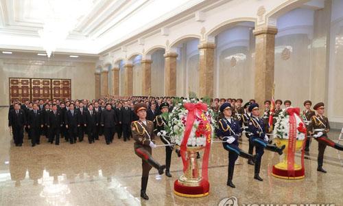 Kim Jong-un tưởng nhớ 7 năm ngày mất của cha