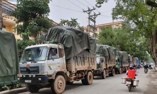 Bộ Công an bắt quả tang 100 tấn hàng nghi buôn lậu