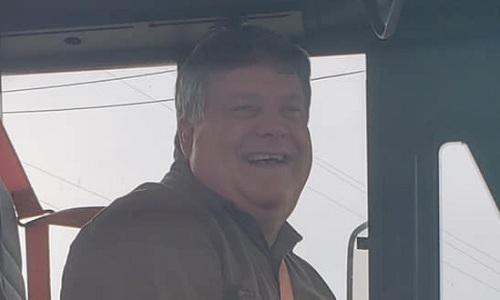 Tài xế Mỹ mua đồ ăn sáng cho tất cả học sinh trên xe buýt