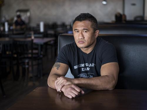 Mike Trịnh, cựu vô địch đấm bốc, giờ là chủ một nhà hàng kinh doanh đồ ăn hải sản. Ảnh: Scott Dalton/ NPR