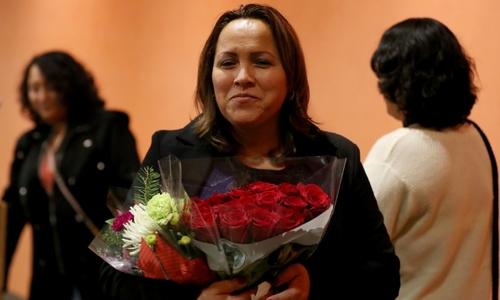Y tá bị trục xuất được quay về Mỹ nhờ trúng xổ số visa