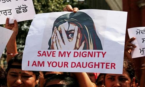Biểu tình phản đối sau vụ cưỡng hiếp hai trẻ gái ở Ấn Độ hồi tháng 4/2018. Ảnh: Reuters.