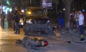 Ôtô Lexus tông liên hoàn nhiều xe tại Hà Nội