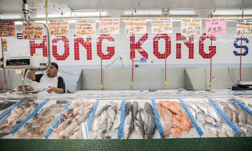 Một cửa hàng bán đồ hải sản phục vụ cộng đồng người Việt ở Houston, Texas. Ảnh: Scott Dalton/ NPR.