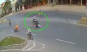 3 xe máy tông nhau ở ngã tư: Ai đúng, ai sai?