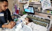 Mỹ cấp visa cho người mẹ Yemen tới gặp con sắp chết