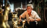 Nỗi lo mất nghề của người giữ lửa đúc đồng Sài Gòn
