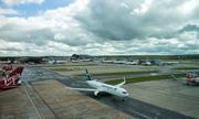 Hàng loạt chuyến bay ở Anh phải hạ cánh vì máy bay không người lái