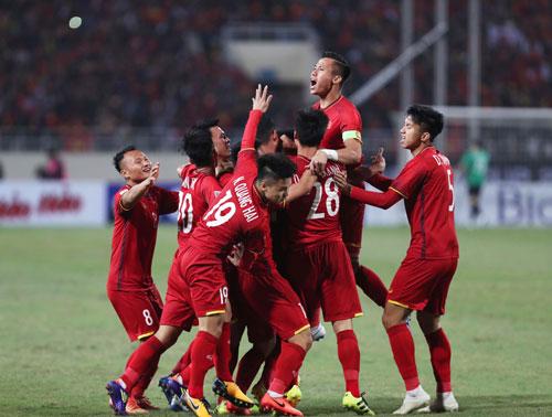 Cầu thủ Việt Nam mừng chiến thắng tại trận chung kết lượt về AFF Cup 2018 trên sân Mỹ Đình. Ảnh: Đức Đồng.