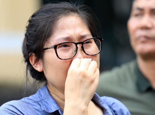 Người thân bị cáo sau phiên tòa. Ảnh: Thành Nguyễn.