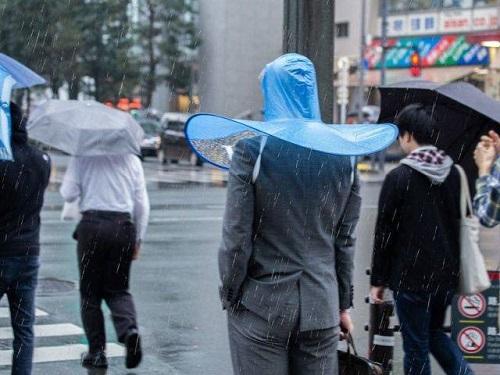 Áo mưa đáng yêu cho quý ông lịch lãm.