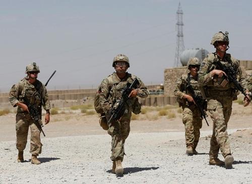 Lính Mỹ tuần tra tại căn cứ Quân đội quốc gia Afghanistan ở tỉnhLogar hồi tháng 8. Ảnh: Reuters.