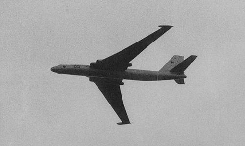 Oanh tạc cơ Myasishchev M-4 biểu diễn trong Triển lãm Hàng không Moskva 1960. Ảnh: CIA.
