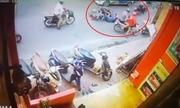 Vợ tôi bá» nam thanh niên Äạp ngã xe máy trÆ°á»c Äầu taxi