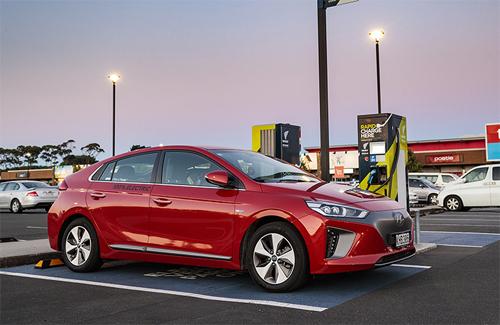 Những mẫu xe điện của Hyundai, như chiếc Ioniq trong ảnh, trong tương lai có thể xuất xưởng từ Indonesia. Ảnh: Autocarstuff.