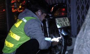 Nhóm cứu hộ xe máy xuyên đêm ở Hà Nội