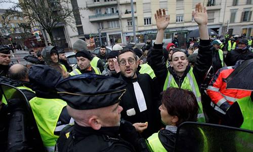 Phong trào biểu tình áo vàng tại Pháp diễn ra vào thứ bảy hàng tuần, bắt đầu từ ngày 17/11. Ảnh: AFP.