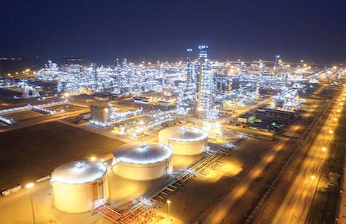 Nhà máy Lọc hoá dầu Nghi Sơn về đêm. Ảnh: VGP.