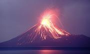 Núi lửa phun trào dữ dội ngay trước trận sóng thần tấn công Indonesia