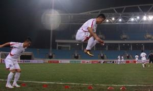 Sao bóng đá Triều Tiên luyện tập trên sân Mỹ Đình