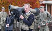 Thạc sĩ cơ khí sắp trở thành quyền Bộ trưởng Quốc phòng Mỹ