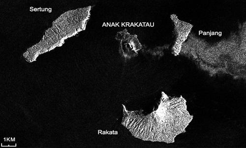 Ảnh vệ tinh của ESA cho thấy hình dángphần phía tây của núi lửa Anak Krakatau đã thay đổi. Ảnh: BBC.