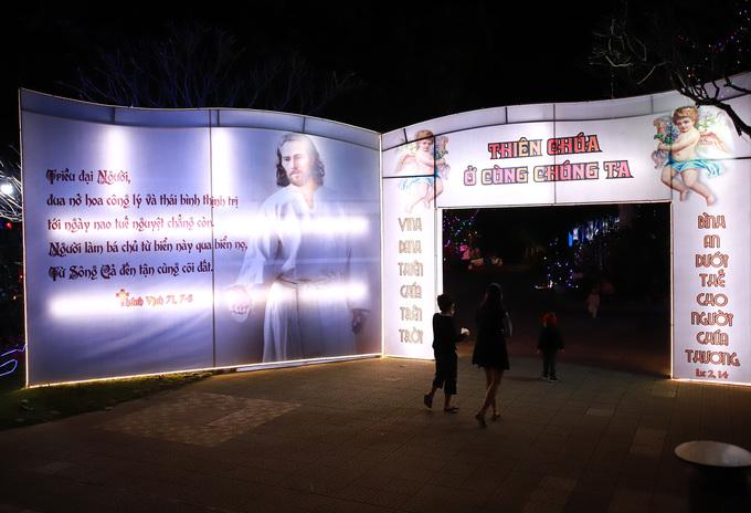 Tu sĩ Huế tái hiện nguồn gốc Chúa Giáng sinh