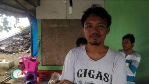 Rudi Herdiansyah, một chủ cửa hàng ở huyện Serang, tỉnh Banten. Ảnh: BBC.