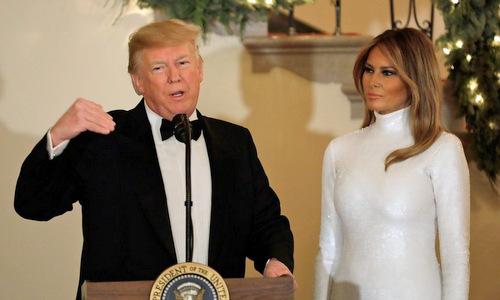 Vợ chồng Tổng thống Trump trong một bữa tiệc ở Nhà Trắng hôm 15/12. Ảnh: AFP.