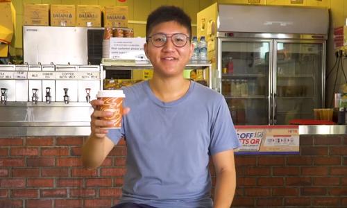 Darren Mark xem việc đền đáp cộng đồng là ưu tiên trong cuộc sống. Ảnh: Our Grandfather Story