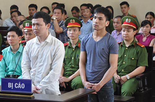 Bị cáo Sơn, Quốc trong phiên sơ thẩm hồi tháng 5. Ảnh: Phạm Dự.