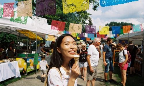 Ola Nguyen trong một hội chợ ở Ba Lan. Ảnh: NVCC.