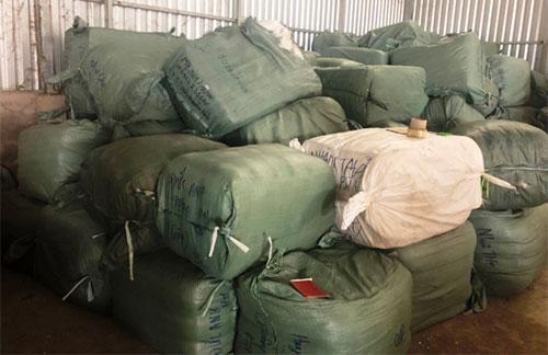 Số hàng hóa gần 100 tấn bị thu giữ. Ảnh: Bộ Công an