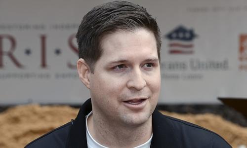 Cựu binh Mỹ Brian Kolfage. Ảnh: AP.