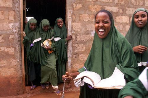 Phụ nữ càng bị bỏ xa khi công nghệ giáo dục phát triển - 1