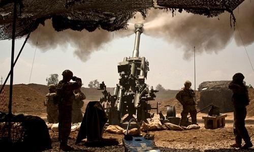 Pháo binh Mỹ tại Iraq. Ảnh: Reuters.