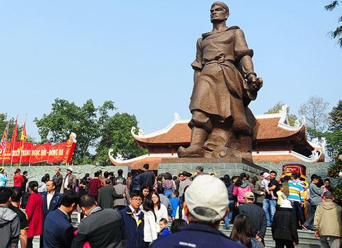Tượng đài Quang Trung tại gò Đống Đa. Ảnh: Giang Huy.