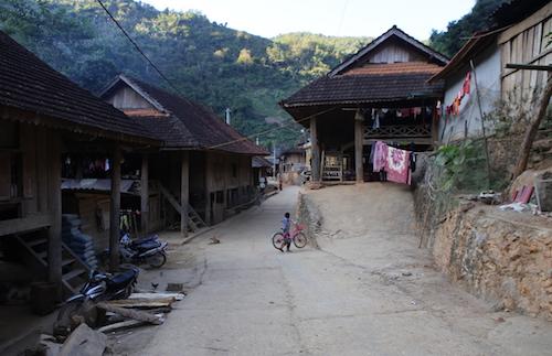 Một góc ở xã Hữu Kiệm (huyện Kỳ Sơn). Ảnh: Nguyễn Hải.